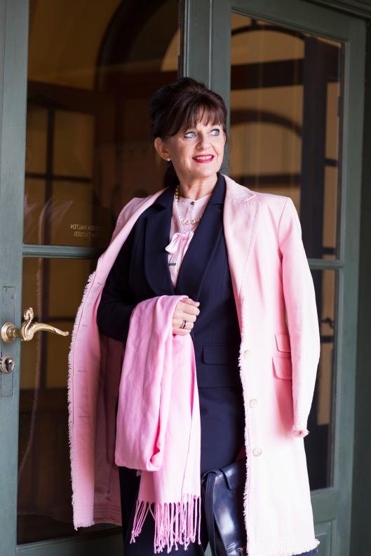 Business-Look-rosequartz-Eingang