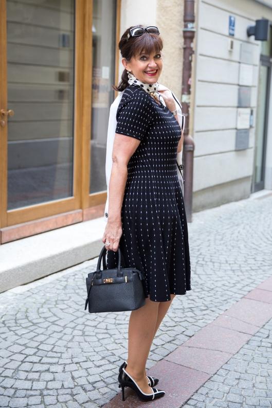 Kleid-SW-Tasche